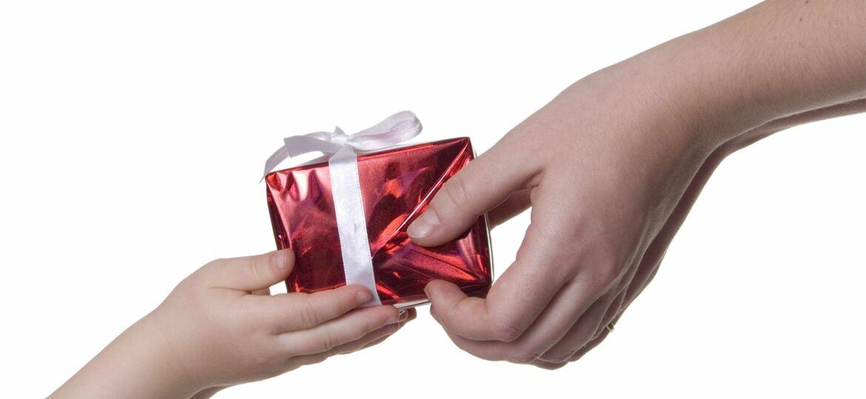 3925996 - present in hands